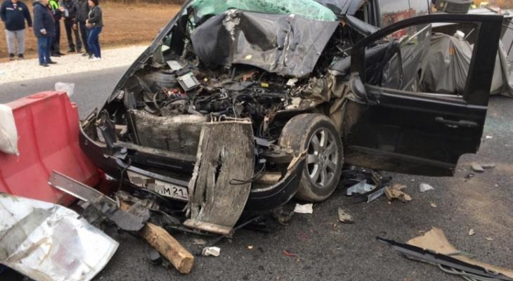 Пять пассажиров минивэна пострадали в ДТП со спецтехникой по пути из Москвы в Батырево