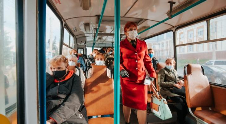 Власти Чебоксар приказали не впускать в автобус и троллейбус без маски