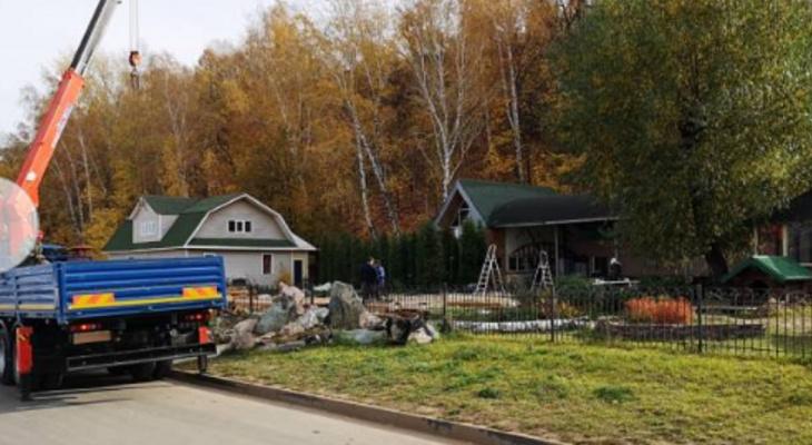 На набережной начали сносить незаконные строения 55-летнего чебоксарца