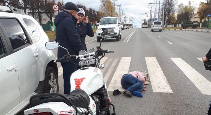 Мотоциклист сбил женщину на пешеходном переходе в Южном Поселке