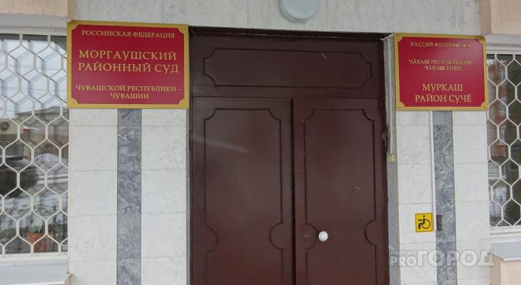 Мужчина из чувашской деревни задолжал денег дочери и оказался в суде