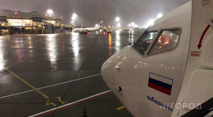 Самолет, летевший в Чувашию, экстренно приземлился в Москве