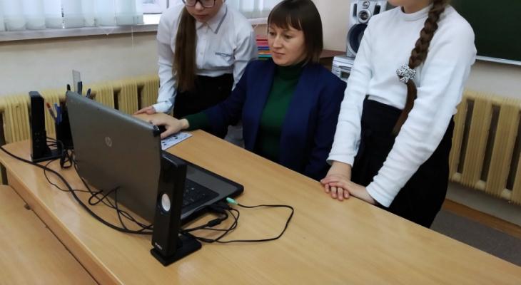 Учительница каждый день ездит в деревню из города, чтобы получить миллион рублей