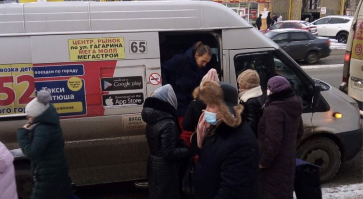 На чебоксарских остановках поймали 19 пассажиров без масок