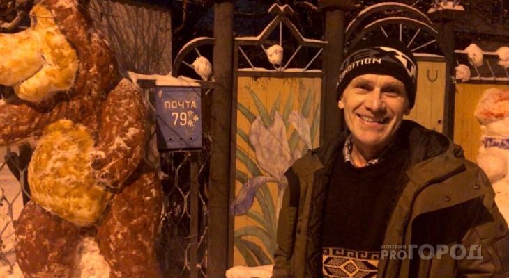 В Чебоксарах мужчина к каждому Новому году украшает дом персонажами из сказок