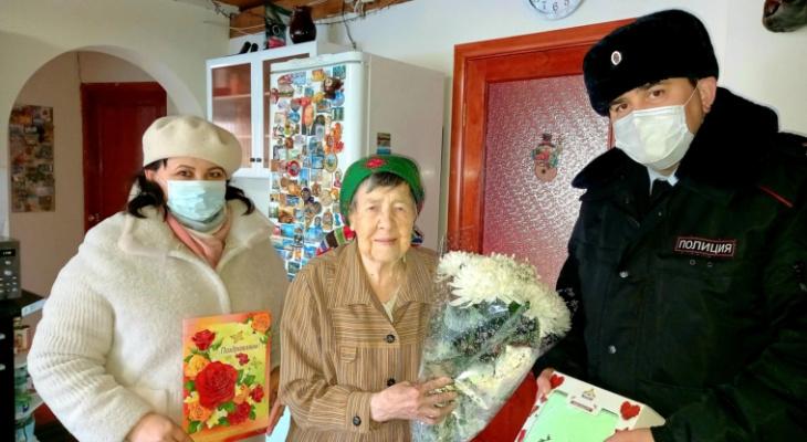 Прошла войну, 35 лет прослужила в полиции: чебоксарка отметила 104-летие