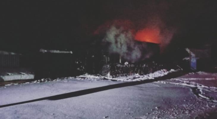 Следователи завели уголовное дело после пожара с тремя погибшими в чувашской деревне