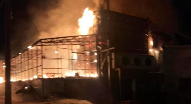 В Чувашии горел большой склад по неизвестным причинам