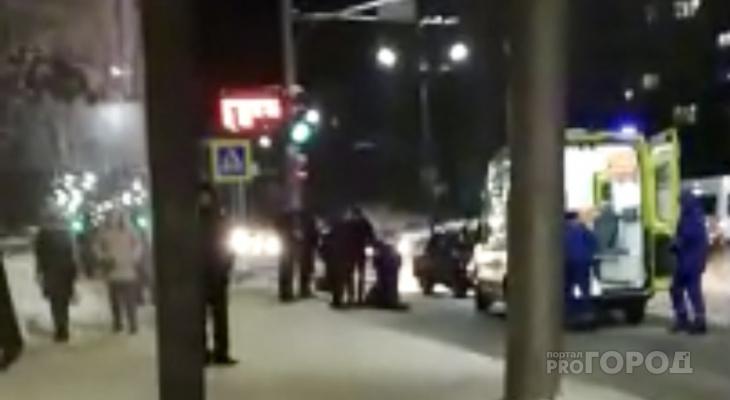 В Чебоксарах под колеса легковушки попал мужчина