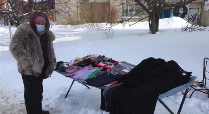 В Чебоксарах уличные продавцы колготок не прекращают деятельность даже в морозы