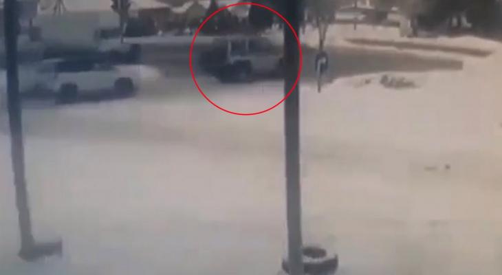 В Кугесях грузовик на полном ходу влетел в легковушку и полицейский УАЗ