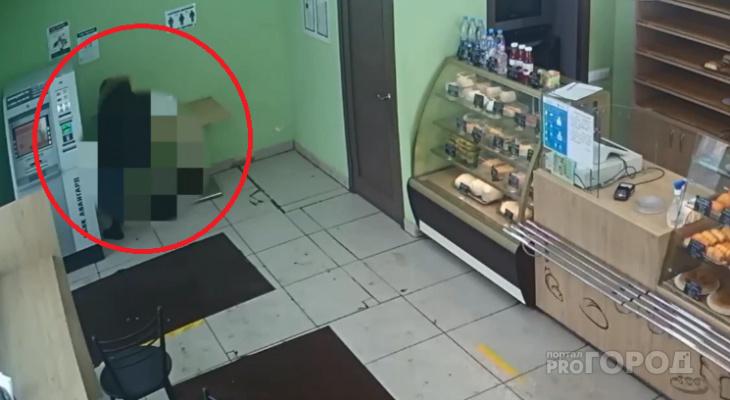 В Новочебоксарске мать усадила ребенка справить нужду посреди пекарни