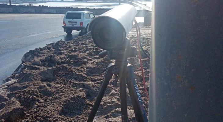 Приставы расставляют в Чебоксарах специальные камеры
