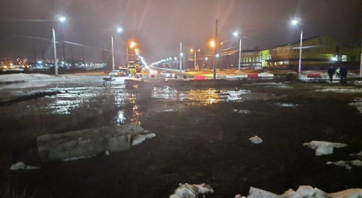 В Чебоксарах устраняют зловонную аварию в Новоюжке