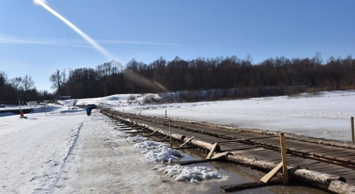 В Чувашии закрыли ледовую переправу через Суру