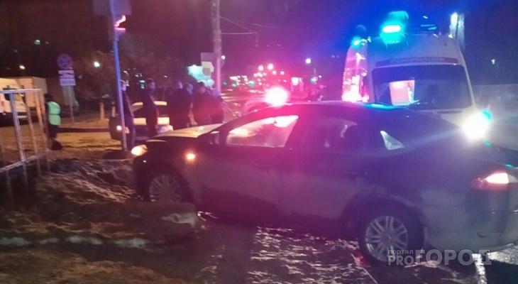 В Чебоксарах два пассажира такси пострадали в ночном ДТП