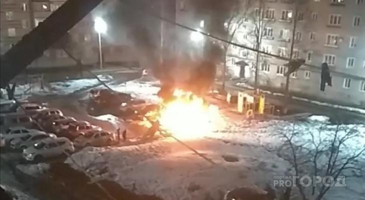 """На парковке жилого дома в Алатыре взорвалась """"Приора"""""""