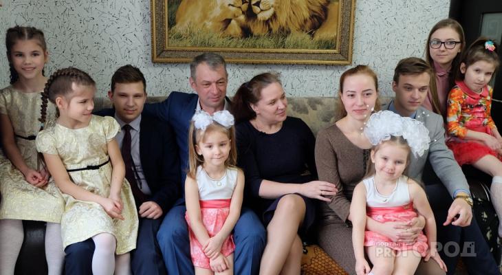 """Лучшая многодетная семья Чебоксар снимает YouTube-ролики и поет: """"Мы рассчитываем только на себя"""""""