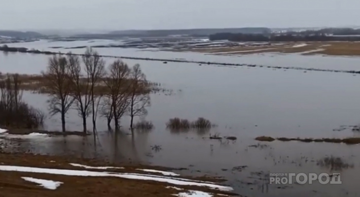 Река Цивиль вышла из берегов и разлилась по округе
