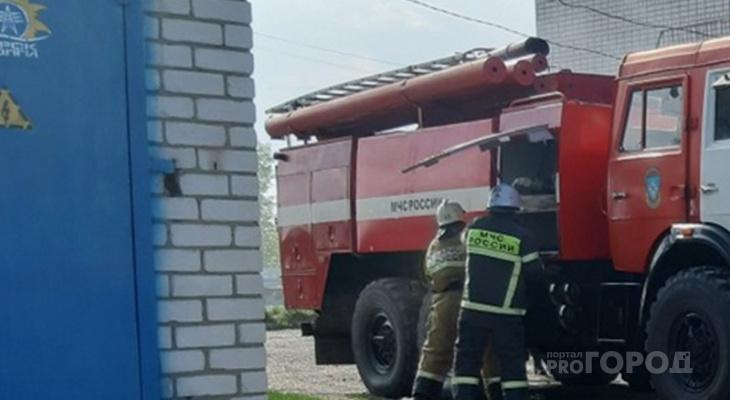 В Чувашии сгорели четыре дома из-за пала сухой травы