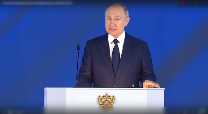 Путин назначил 10000 рублей для всех школьников, пособия одиночкам и другое