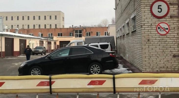 Власти Чувашии распродают 8 казенных авто: есть и Volkswagen Phaeton, и Mercedes Benz