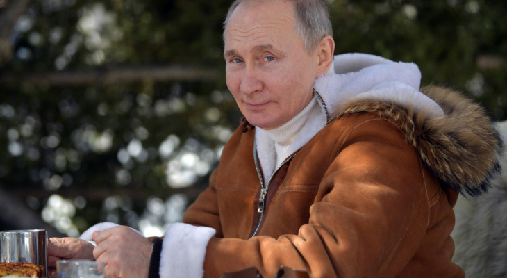 Путин подписал указ о дополнительных выходных в мае с сохранением зарплаты