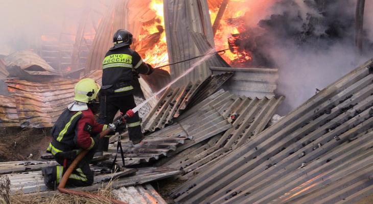 Пожару на складе в Чебоксарах присвоили второй ранг сложности