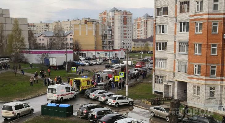 Пожар в чебоксарской многоэтажке: человека без сознания забрали медики