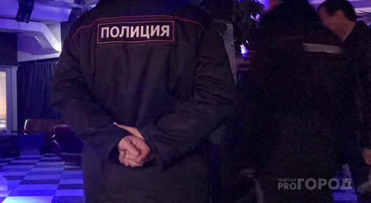 В Чебоксарах сотрудники кафе закрыли посетителей, чтобы найти украденный телефон