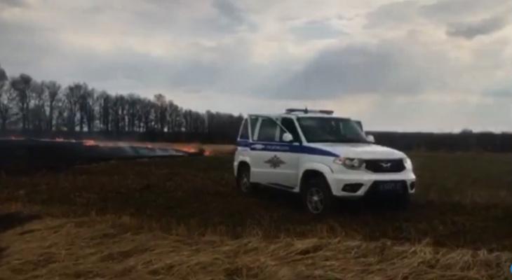 В Чувашии по вине женщины едва не сгорело кладбище: пострадали могилы