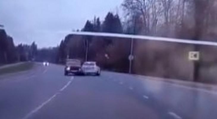 Появилось видео столкновения машин при массовом ДТП с 7 пострадавшими