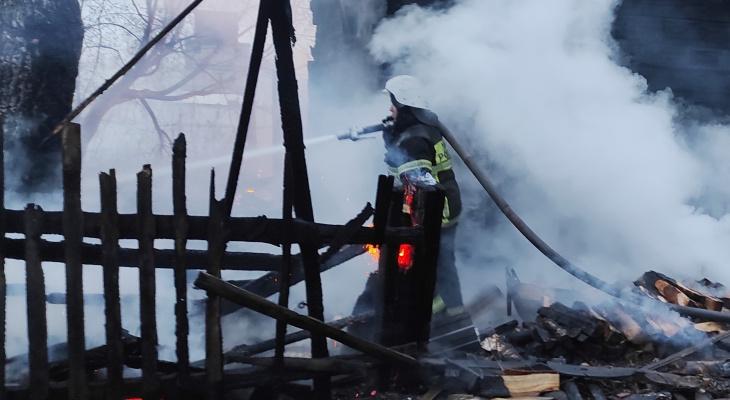 Семь ЧП за сутки: пожар неподалеку от базы отдыха и поджог в новочебоксарском доме