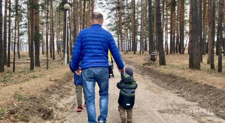 Выплату в 10 тысяч рублей семьям с детьми выплатят в августе