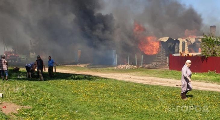 """В Чебоксарском районе сгорели два дома: """"Говорят, поджег маленький ребенок"""""""
