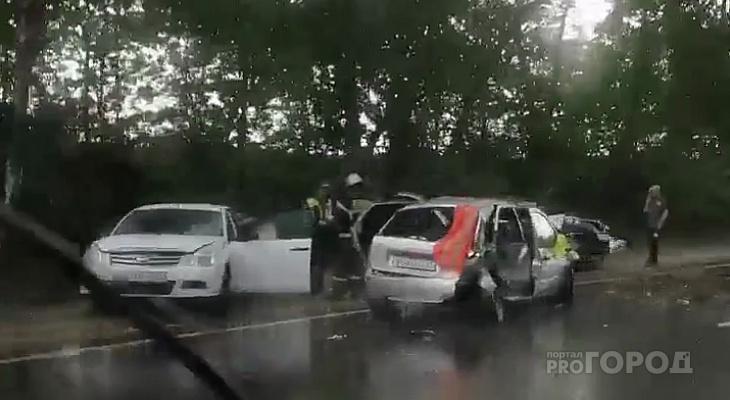 Четыре легковушки разбились на трассе в Чувашии