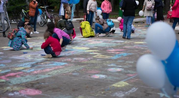 Дети получат подарки за рисунки на асфальте