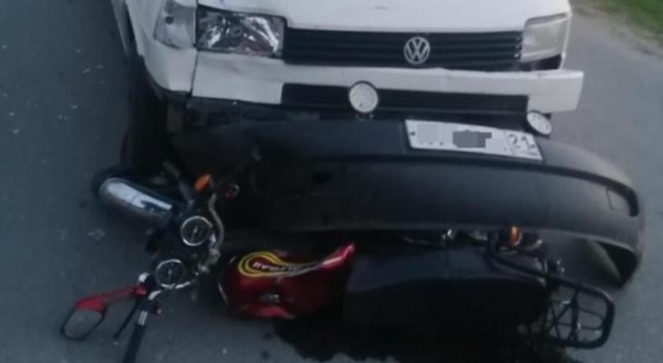 В Порецком 22-летний мотоциклист погиб под колесами микроавтобуса