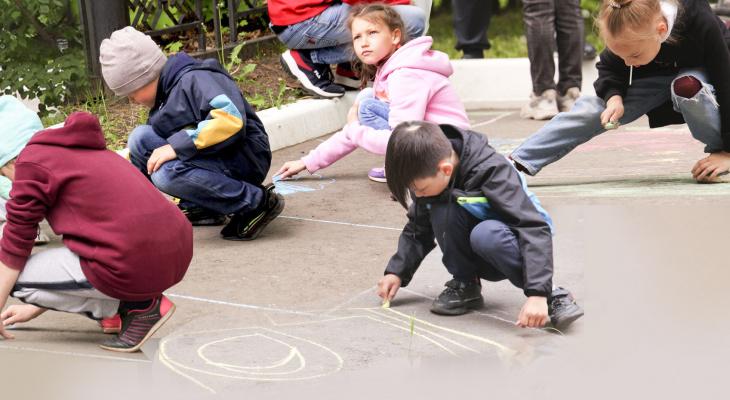 Маленькие чебоксарцы нарисовали на асфальте город детства