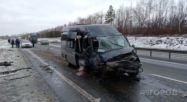 Водитель автобуса вез пять человек и отвлекся от дороги: будет суд
