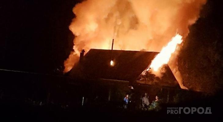 В Красноармейском районе за ночь у одной семьи сгорели баня и дом