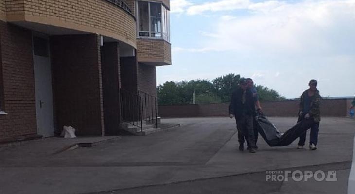 В Чебоксарах из общего балкона высотного здания выпал мужчина