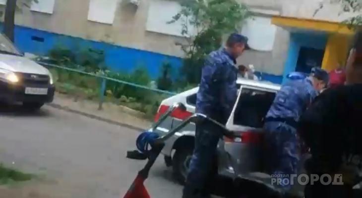 "В Чебоксарах дебошир напал на девушку и пенсионера: ""Прям по лицу ударил"""