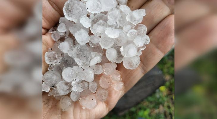 В Чебоксарах обещают продолжительный дождь, по районам прошелся град
