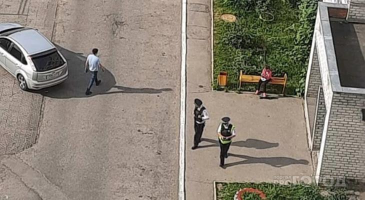 Жителей Альгешево напугал мужчина, который распивал напитки и размахивал пистолетом