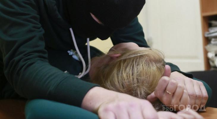 В Чебоксарах женщину изнасиловали в ее же квартире