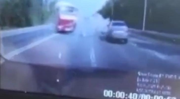 ГИБДД показала момент аварии с погибшим водителем Land Cruiser в Чебоксарском районе