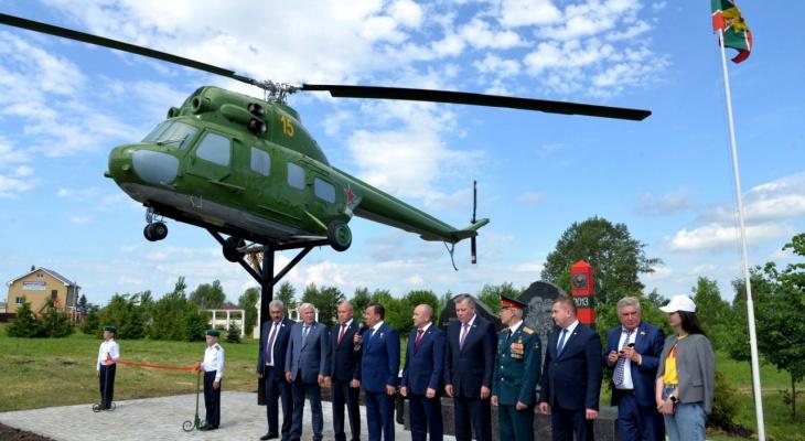 В Чувашии в зоне отдыха установили вертолет Ми-2