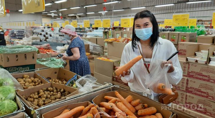 """В Чувашии цена моркови дошла до ста рублей, недовольны даже продавцы: """"Она у нас из Израиля"""""""