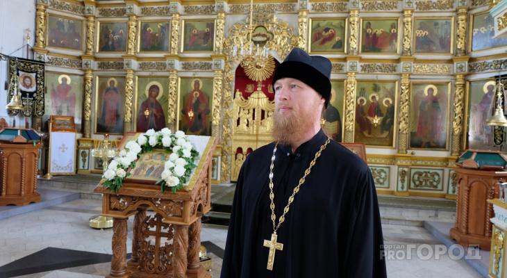 """Священник рассказал, что не стоит делать на Троицу: """"Приносить еду на могилы является отголоском язычества"""""""